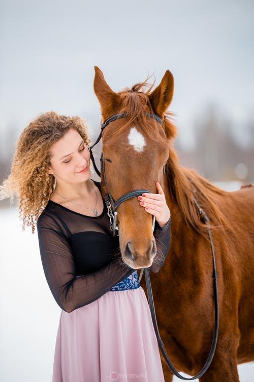 Zima, koń, modelka, sesja fotograficzna, fotograf Tarnobrzeg